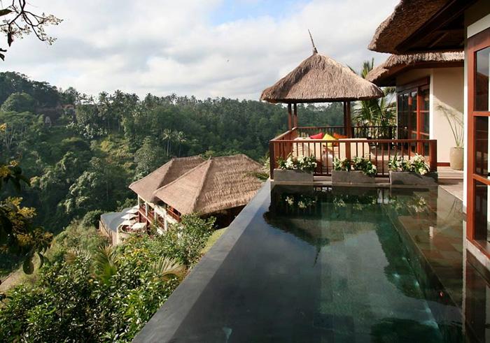 Vila dengan kolam renang privat. Pemandangannya menakjubkan.
