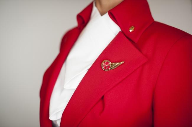 Seragam pramugari terinspirasi baju Bettina Jacket koleksi musim semi 1995 kreasi Westwood.