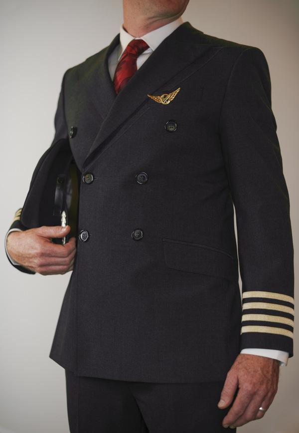 Seragam pilot pria.