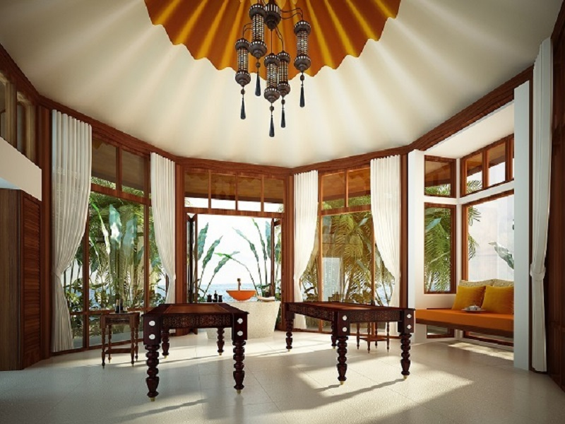 Fasilitas spanya menaungi lima kamar, dua di antaranya didedikasikan khusus untuk Ayurverdic Spa.