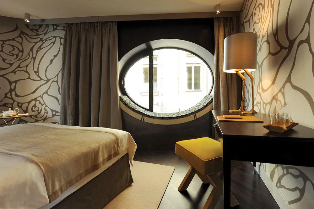 Kamar tamu di Hotel Topazz.