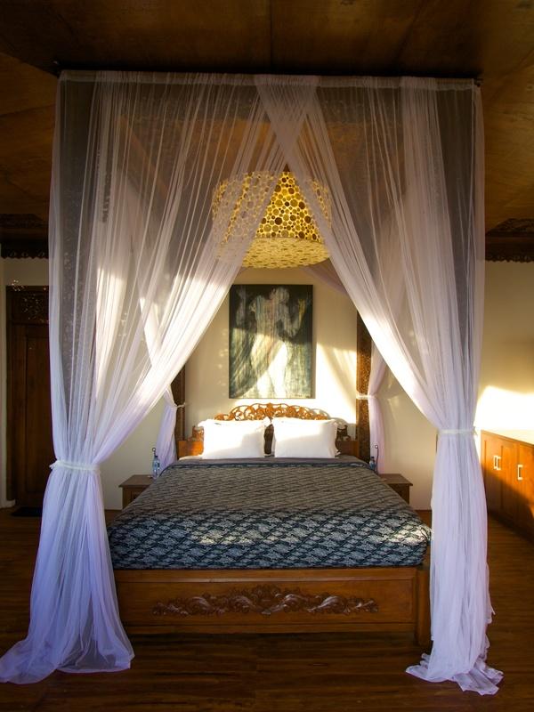 Interiornya khas Jawa.