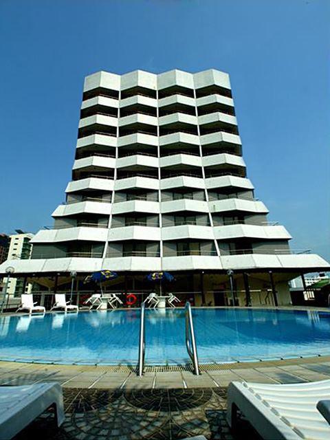 Fasad Village Katong Hotel yang tak mengalami perubahan berarti dari desain terdahulunya.
