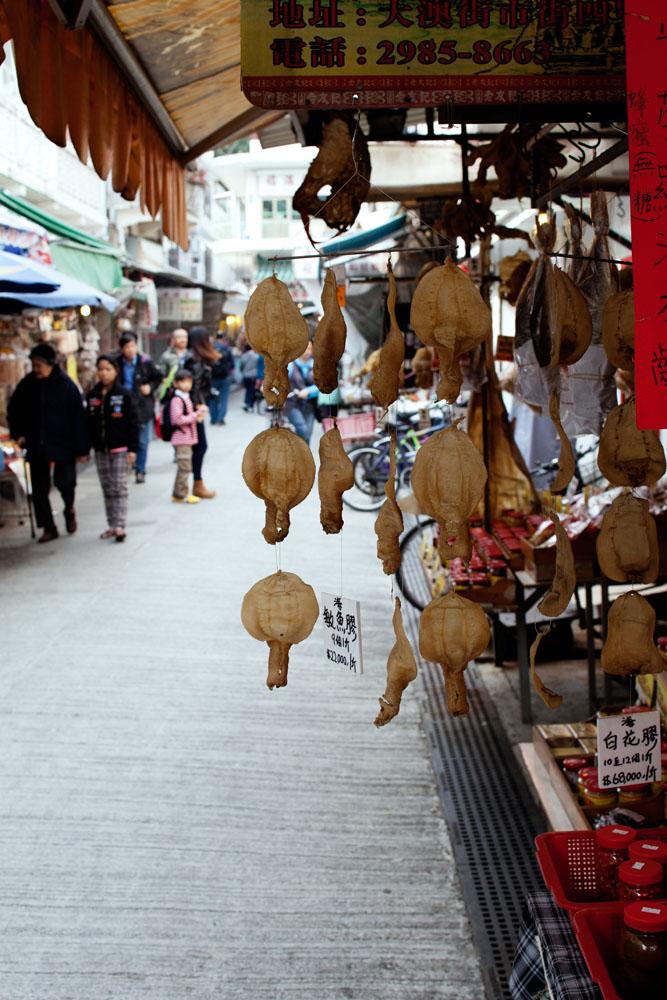 Fish maw kering di pasar Tai O.