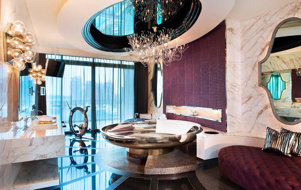 Kamar mandi Extreme Wow Suite.