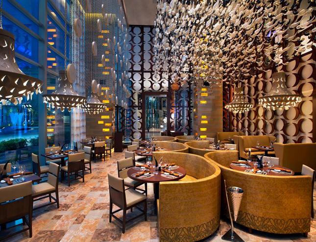 Restoran SKIRT di W Singapore Sentosa Cove.