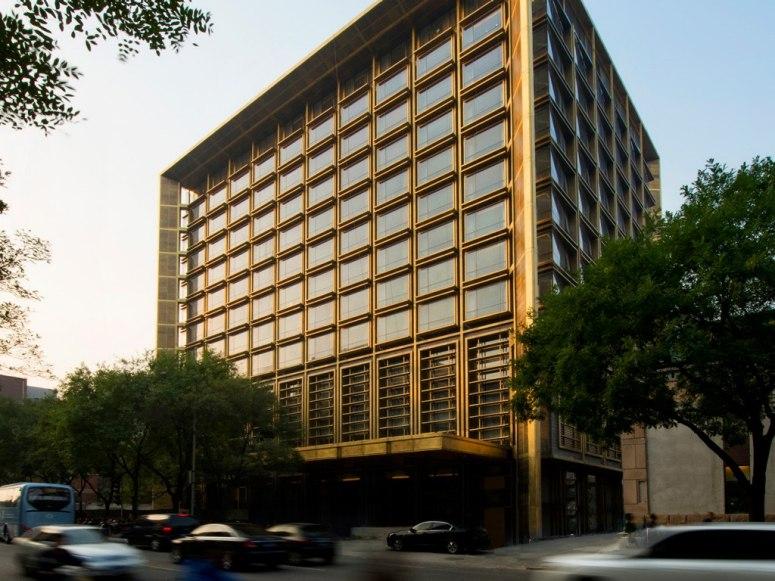 Fasad bangunan utama Waldorf Astoria Beijing.