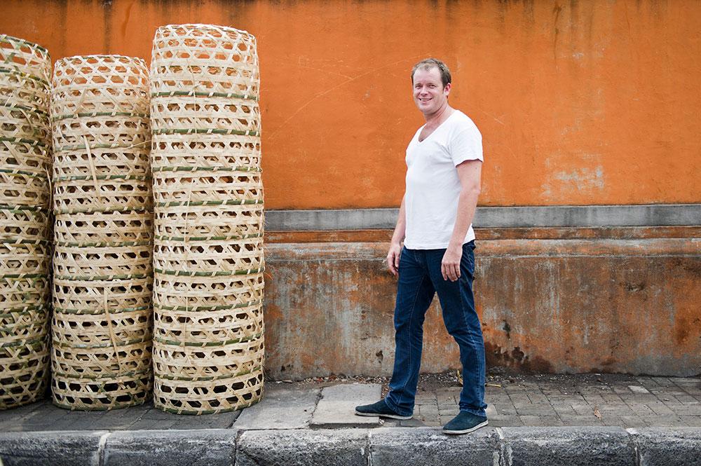 Will Meyrick, telah mengunjungi kota-kota di Indonesia untuk memperkaya ilmu memasak.