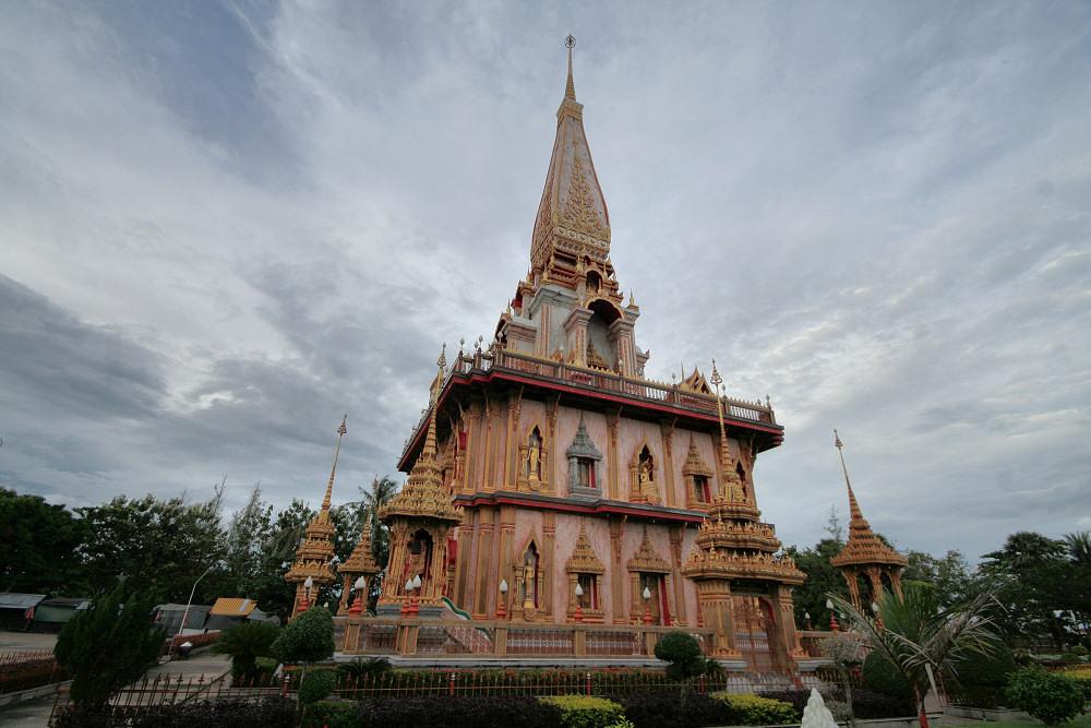 Salah satu bangunan di Wat Chalong.