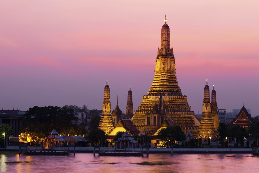 Kuil Buddha Wat Arun di dekat Anantara Bangkok Riversider Resort & Spa.