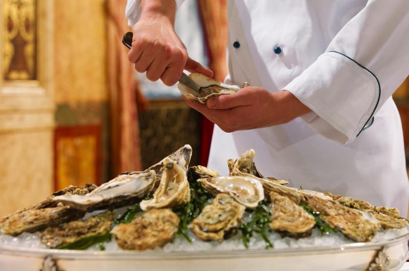 Beragam pilihan hidangan laut segar di restoran Bengawan.