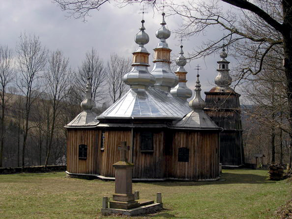 Bangunan kayu tserkvas yang merupakan rumah penduduk di wilayah Carpathia di Polandia dan Ukraina.