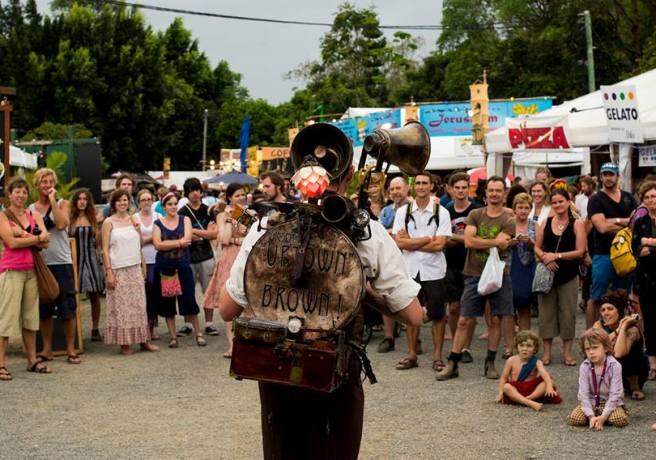 Woodford Folk Festival mengajak para pengunjungnya untuk menikmati hidup ala kaum hippy.