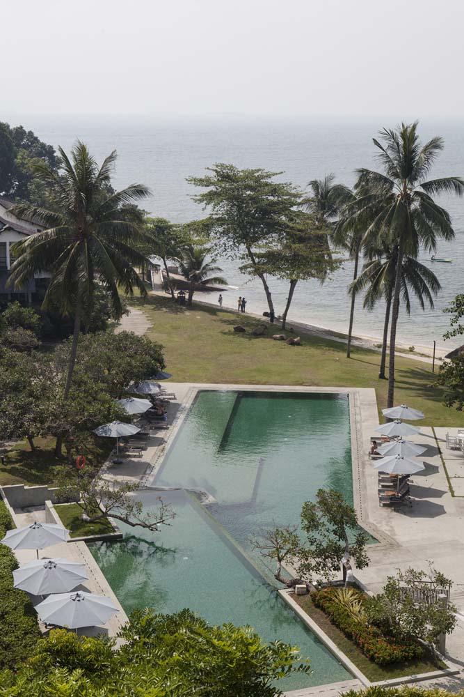 Emerald Pool di kawasan Turi Beach Resort yang berada di pinggir pantai.