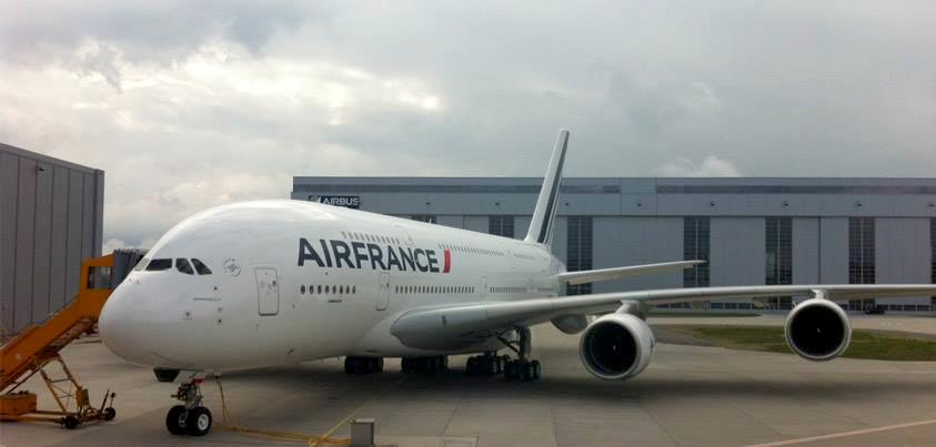 Airbus A380 milik Air France. Maskapai ini baru saja menerima pesawat jumbonya yang ke-9 September silam.
