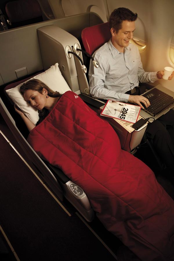 Kursi Premium Flatbed di penerbangan AirAsia X.