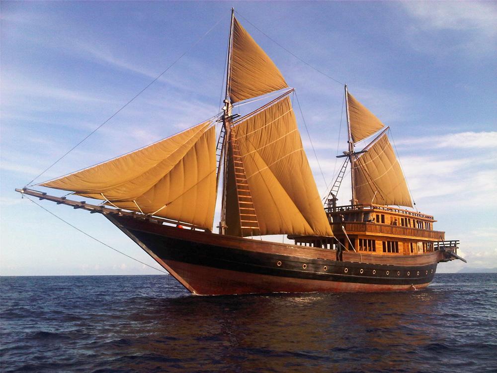 Bentuk kapal Alila Purnama.