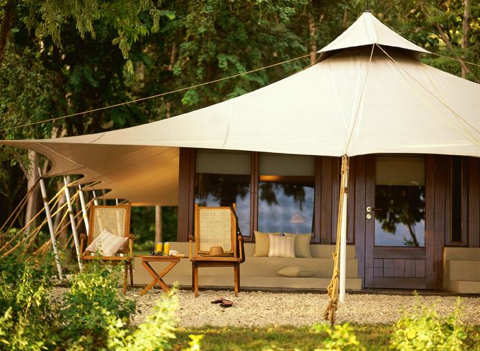 Eksterior Amanwana yang berbentuk tenda. (Foto: Amanwana  - Aman Resorts)
