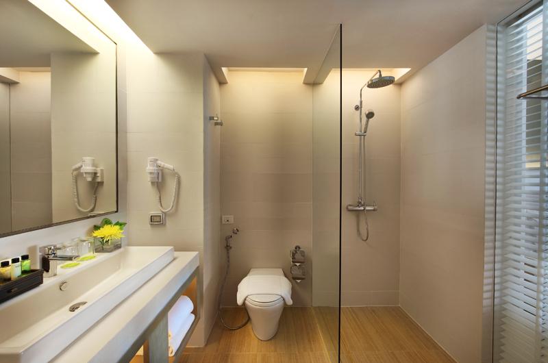 Kamar mandi di kamar tipe Deluxe.