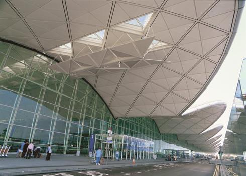 Fasad Terminal 1 Bandara Internasional Hong Kong.
