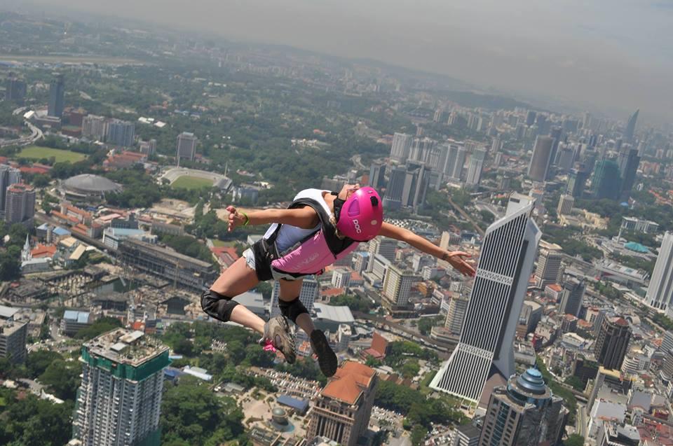 Di Kuala Lumpur, olah raga menyerempet maut ini masih mendapatkan banyak sambutan.
