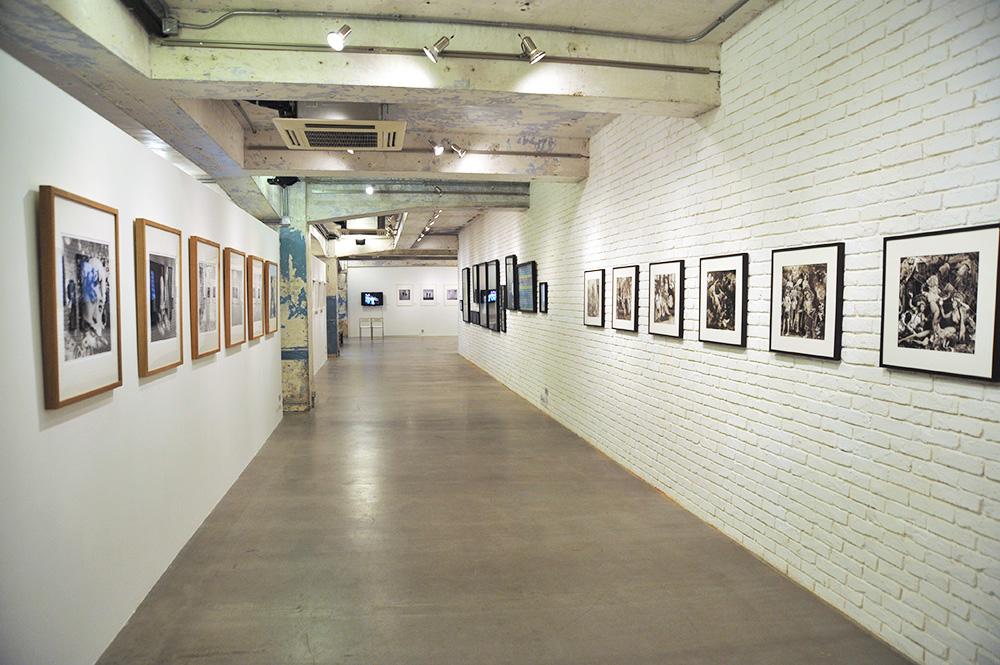 Ruangan dalam Blindspot Gallery.