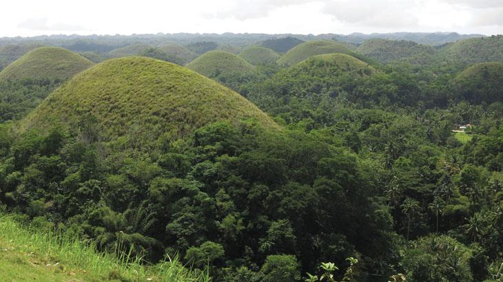 Bukit-bukit batu keajaiban alam yang menjadi daya tarik Bohol.