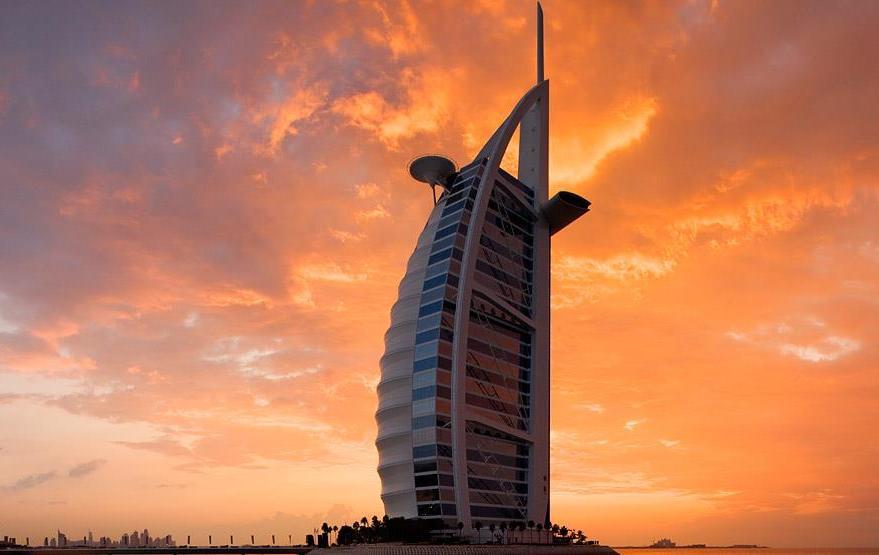 Arsitektur Burj Al Arab yang khas.