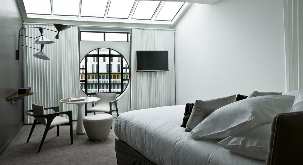 Interior hotelnya bergaya eksentrik khas properti di bawah payung MGallery.
