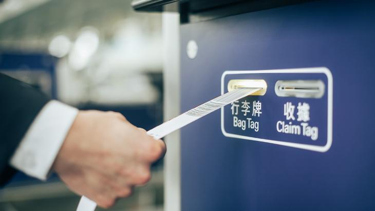 Baggage tag akan otomatis tercetak setelah dilakukan pemindaian tiket.