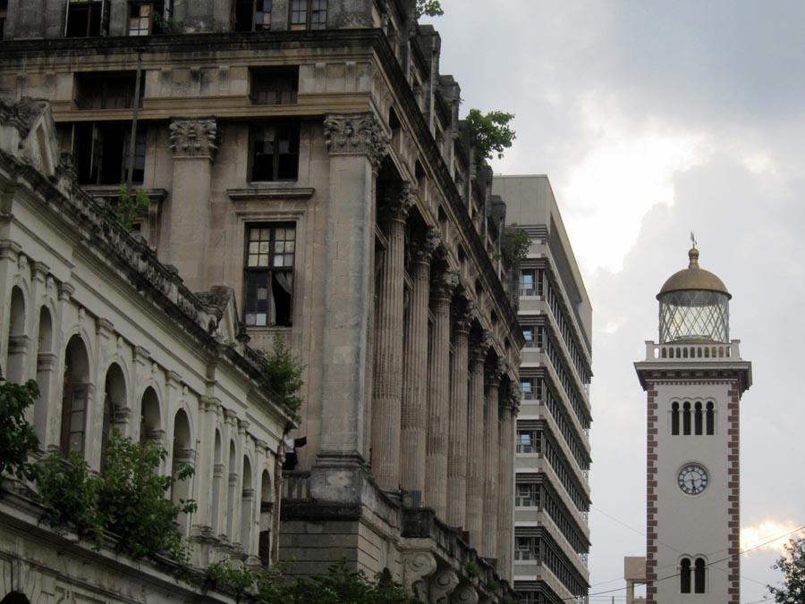 Colombo dianugerahi bangunan-bangunan uzur. (Foto oleh Indi Samarajiva)
