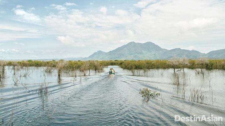 danau menuju lanjak