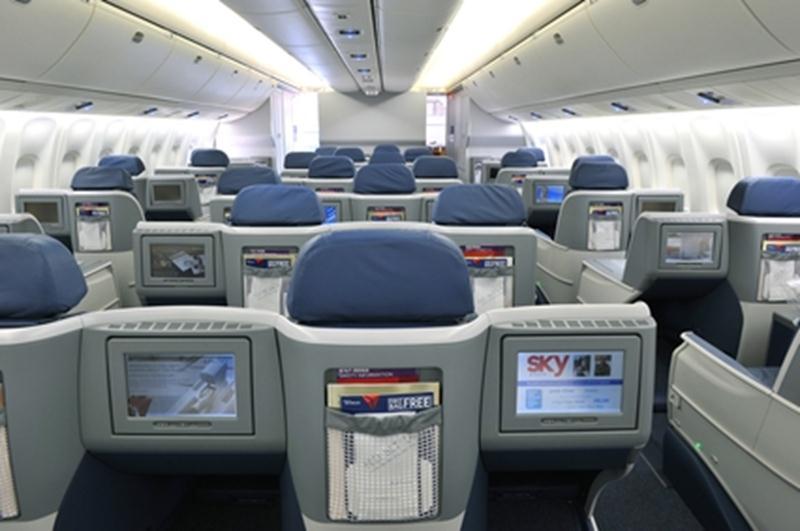 Kabin kelas bisnis Boeing 767-300ER Delta Air Lines dengan akses langsung ke lorong.