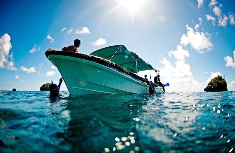 Air sebening kristal dan biota laut beragam menjadi daya tarik selam di Raja Ampat. (Foto: James Morgan)