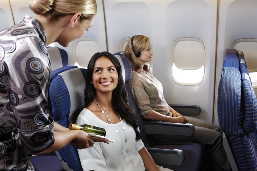 Pelayanan yang ramah oleh awak pesawat tersedia mulai dari kelas ekonomi.