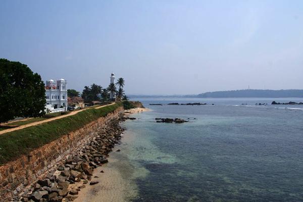 Galle Fort yang dikepung pantai dengan laut berair jernih. (Foto: my-srilanka.com)