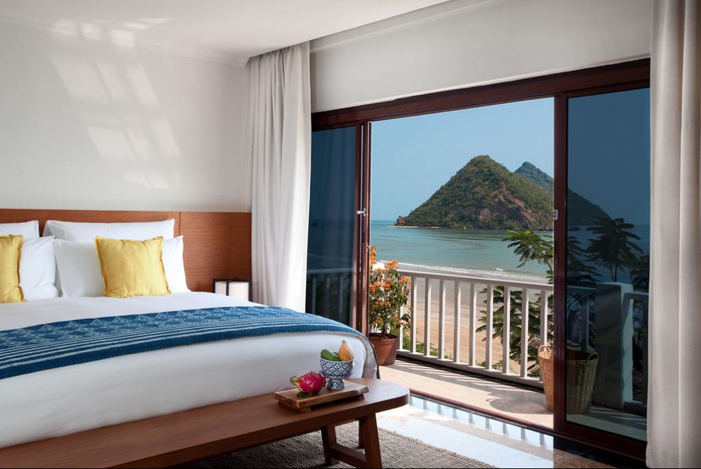 Kamar memiliki dua opsi pemandangan: laut dan gunung.