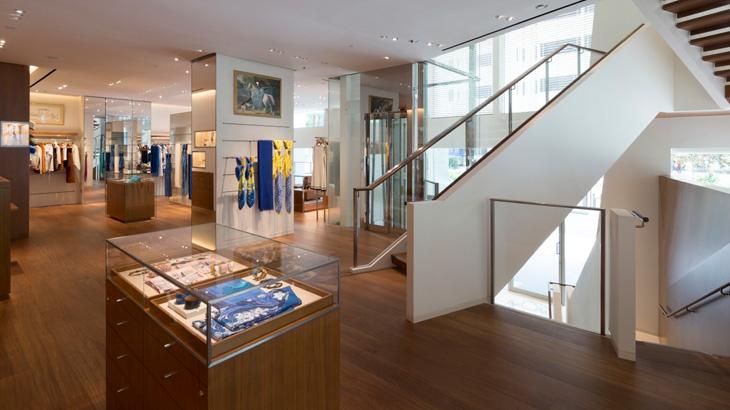 Toko Hermes di Liat Towers ini terdiri dari empat lantai.