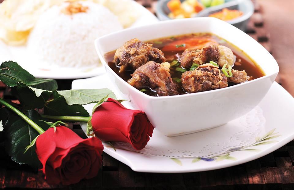 Hidangan sup buntut ditawarkan seharga Rp41.000 per porsi. Ada juga paket menu Rp41.000 di tiga restoran lainnya.