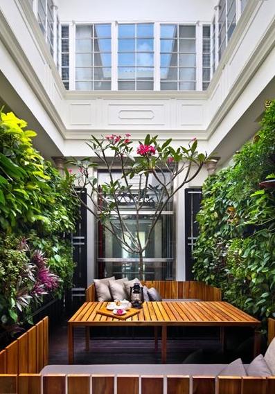 Courtyard yang bisa digunakan tamu untuk bersantai.