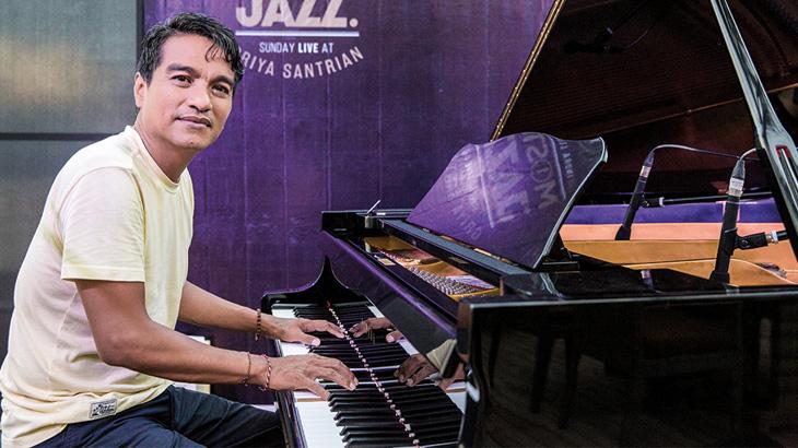 Meski pernah ke banyak festival jazz, hanya sedikit yang berkesan di hati Indra.