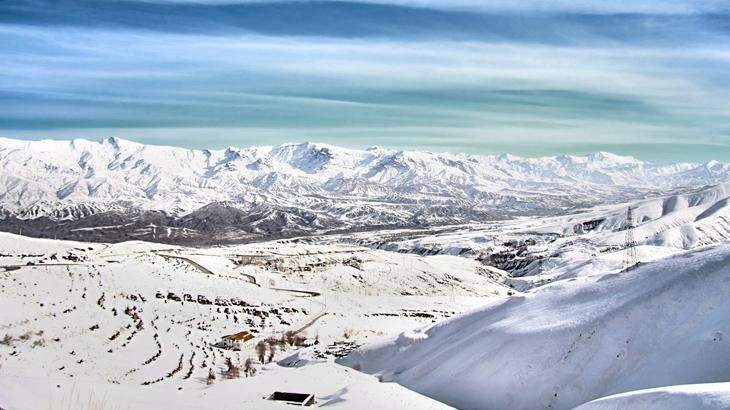 Lanskap pegunungan di Iran.