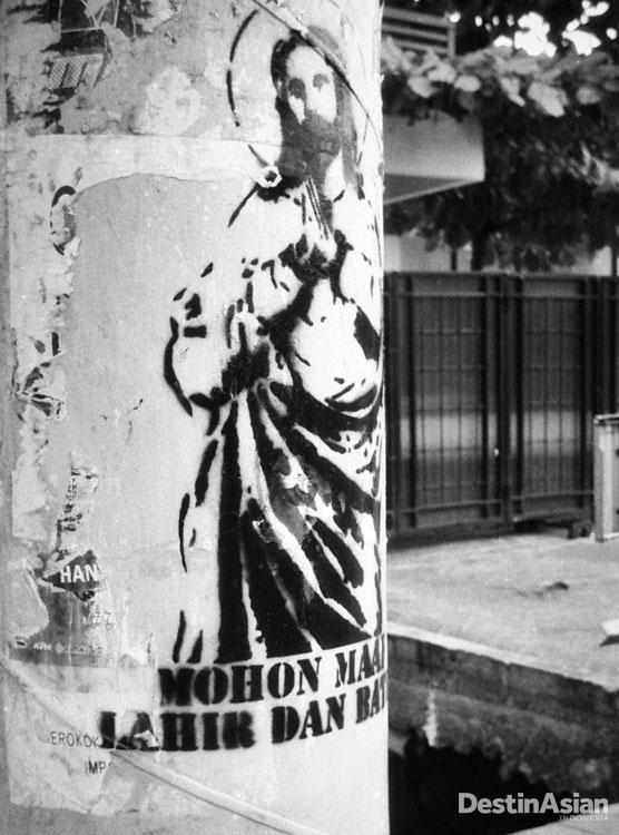 Graffiti ucapan Lebaran bergambar Yesus di Jalan Pramuka.