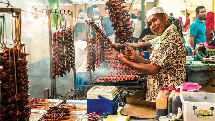 Pedagang ayam panggang di Pasar Malam.