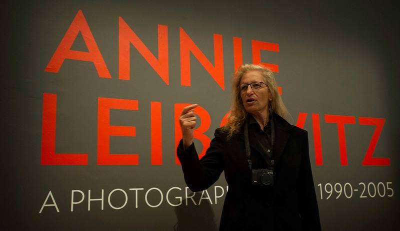 Annie hadir dalam acara pembukaan pameran tersebut.