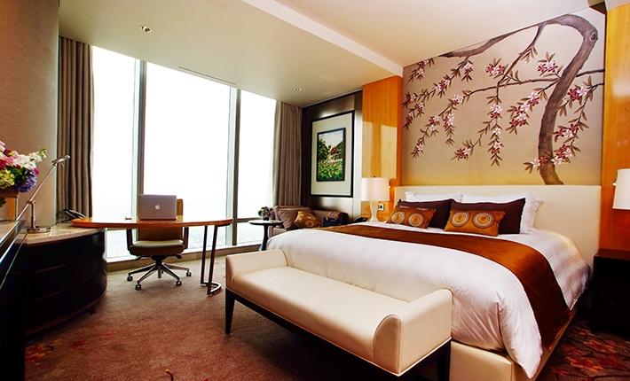 Tiap kamarnya menampilkan pemandangan lanskap kota Hanoi.