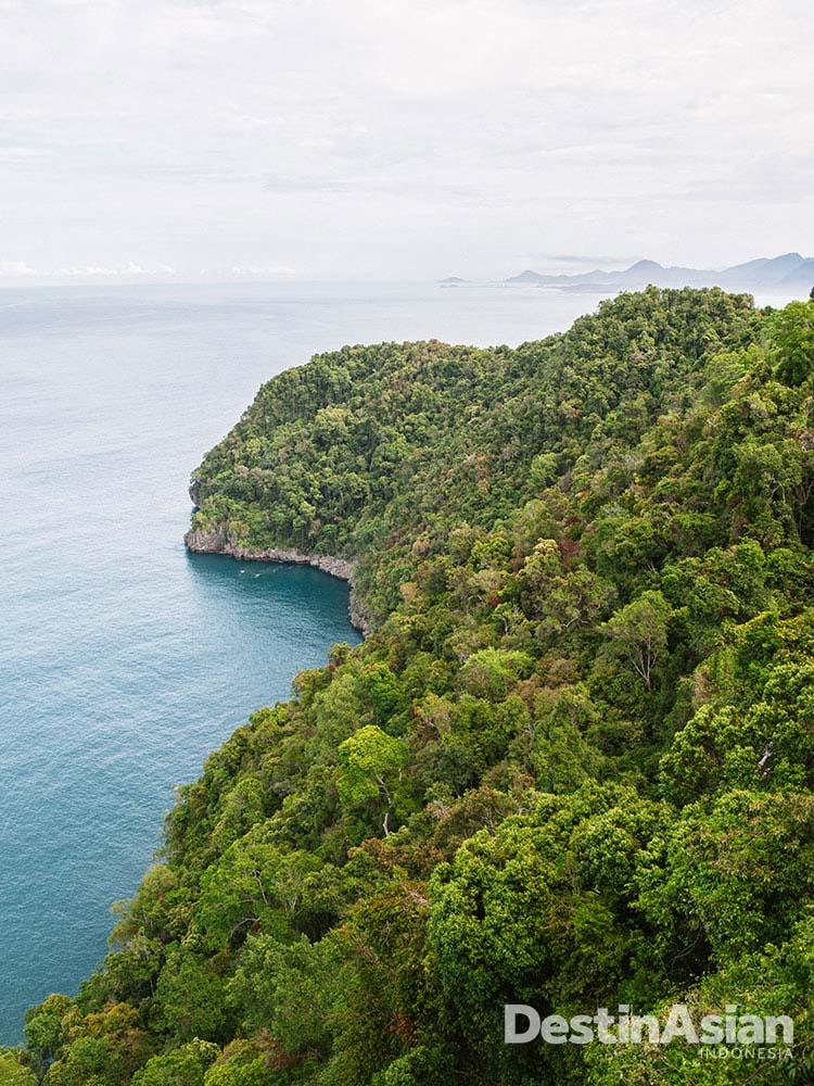 Panorama Samudra Hindia dari Perbukitan Geurutee di pesisir barat Aceh.