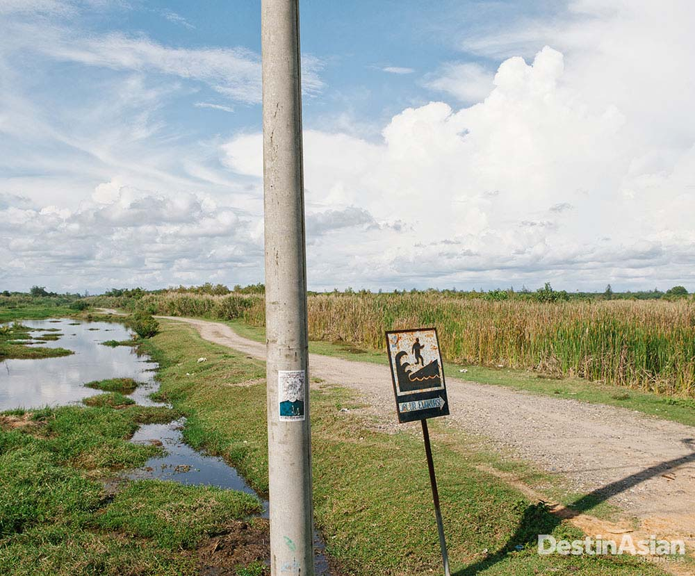 Papan penunjuk arah evakuasi tsunami yang dipasang pascatragedi.