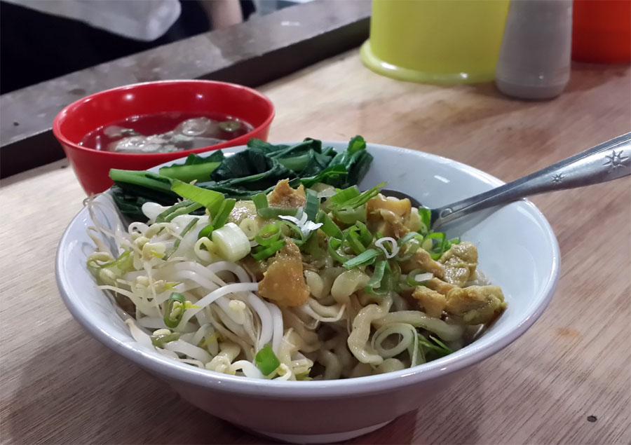 Cita rasa yang disajikan Mie Chino cukup berbeda dari mi ayam umumnya.