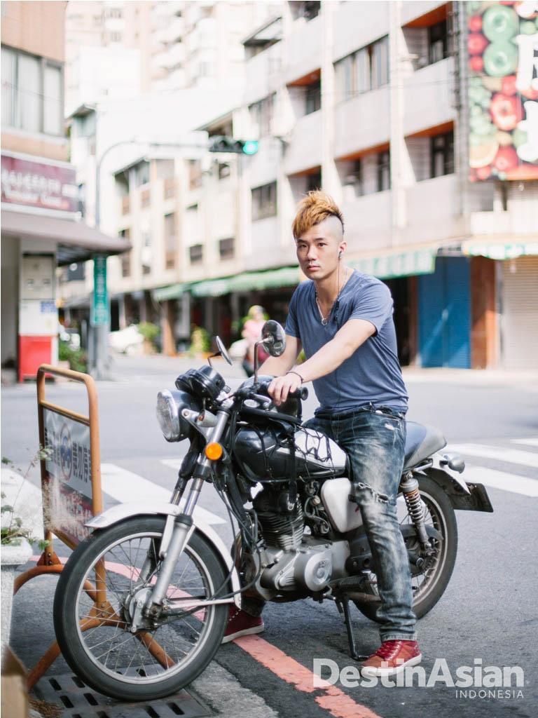 Sebagian anak muda di Taichung berpenampilan unik.